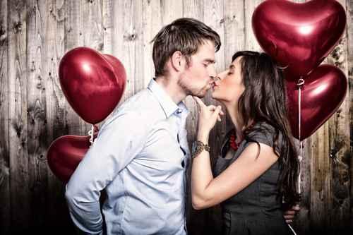 Küsst den Bräutigam